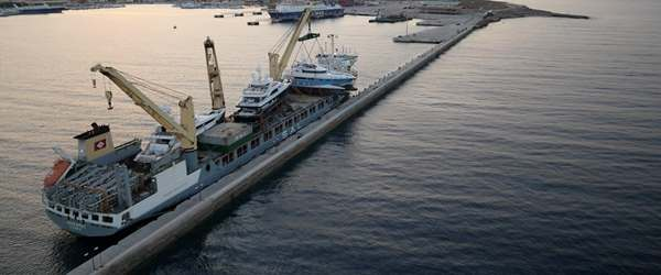 Loading and transportation of multiple superyachts