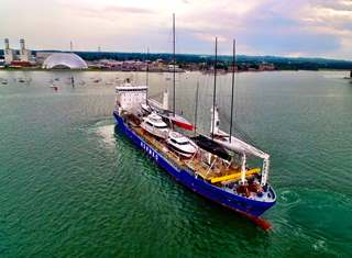 Leisure Yacht and Racing Yacht Global Transportation