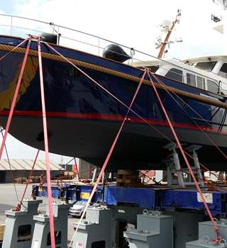 A brand new beautiful Linssen Yachts loaded onto our vessel in Antwerp
