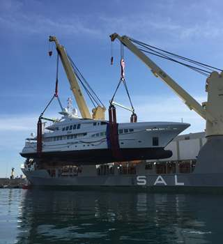Peters & May lifting a Sunseeker Superyacht for shipment