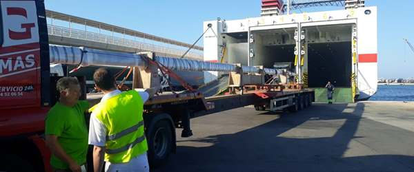 Teams load mast for shipment
