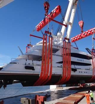 Reem 1 Superyacht being lifted onto Vessel